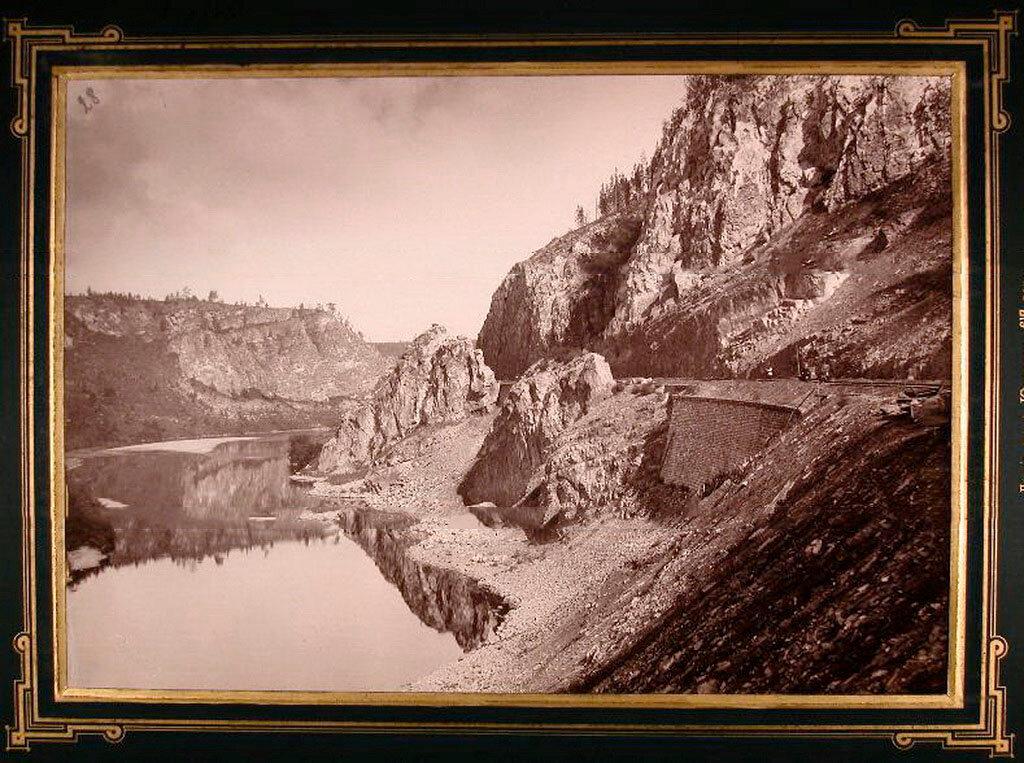 28.Вид части железнодорожного полотна, проходящего по берегу реки Юрюзань
