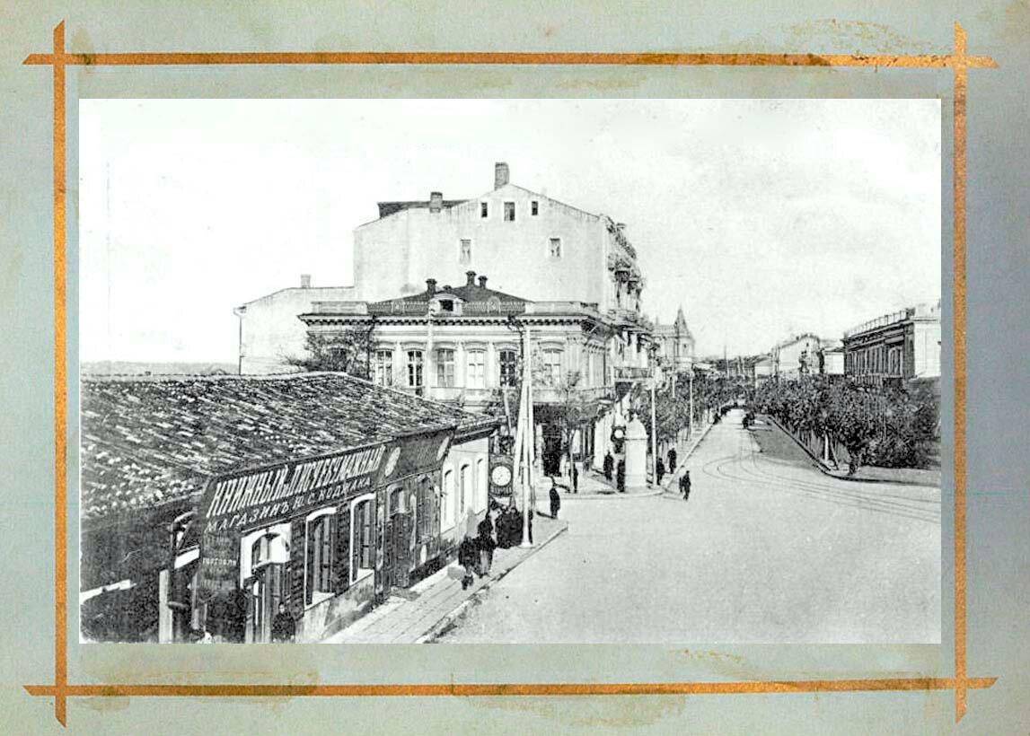 Нахимовская улица с часовни