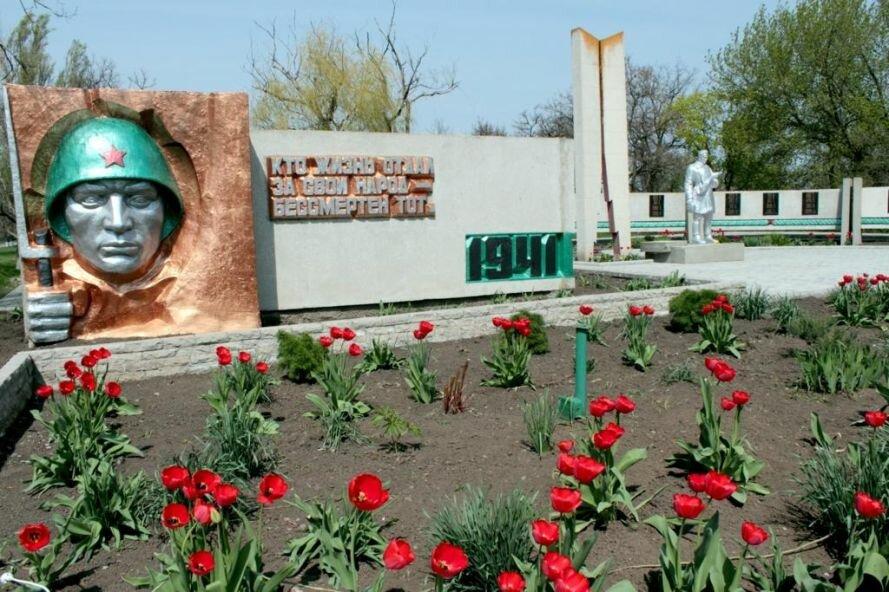 Ко Дню Победы в Запорожской области выбрали самый ухоженный памятник, фото-3