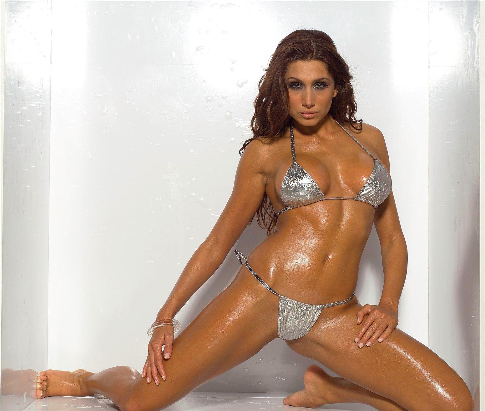 Венгерская модель Ева Хорват (Eva Horvath) на съемках эротической фотосессии для журнала FHM