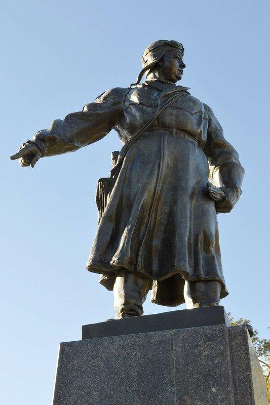 Памятник В. С. Хользунову