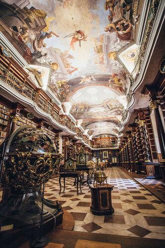 Красивая библиотека в Праге