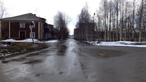 Фото города Инта №4248  Перекрёсток клиц Полярная и Халеева, вид в южном направлении 05.05.2013_11:44