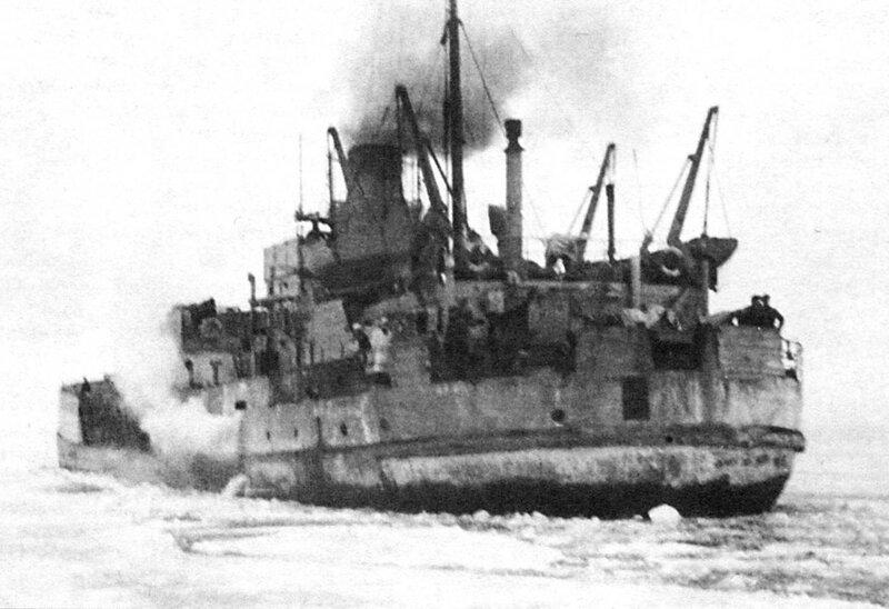 Советская канонерская лодка «Бира» на Ладожском озере весной 1943 года