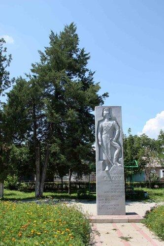 памятник-барельеф Е.Пугачеву