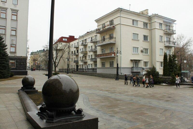 Жилой дом напротив Администрации президента