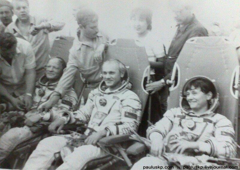 Любительские фотографии советских космонавтов после приземления 0_72149_fbd7ab09_XL