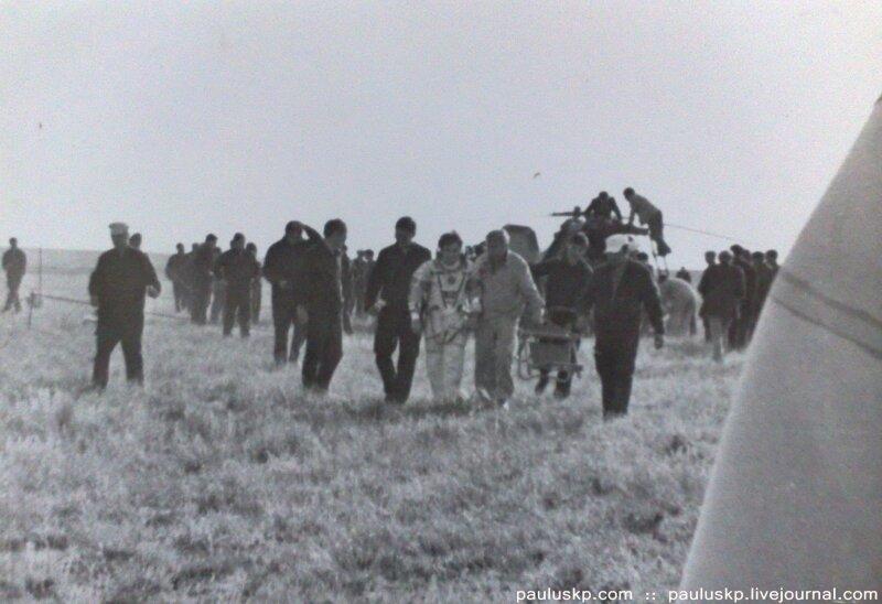 Любительские фотографии советских космонавтов после приземления 0_7214c_5ef289ef_XL