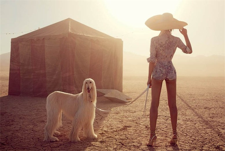 Liu Wen / Лю Вэнь и цирк в пустыне в журнале Vogue Australia, март 2013 / фотограф Will Davidson