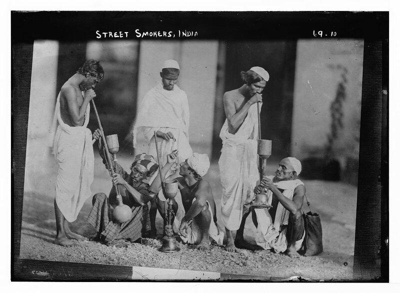 Street smokers, India 1922