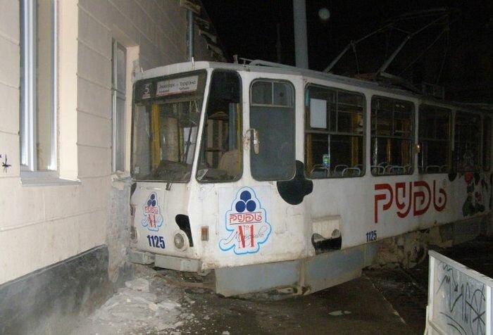 Угнать трамвай - это так романтично!