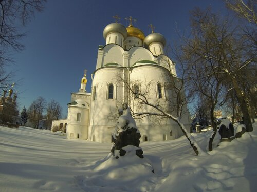 Смоленский собор. Построен в 1525 г.
