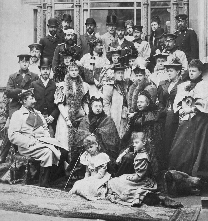 Групповая фотография в Кобурге после свадьбы принцессы Виктории Мелиты Саксен-Кобург-Готской (Виктория Федоровна) и Эрнста Людвига Гессенского, 9 апреля 1894 года