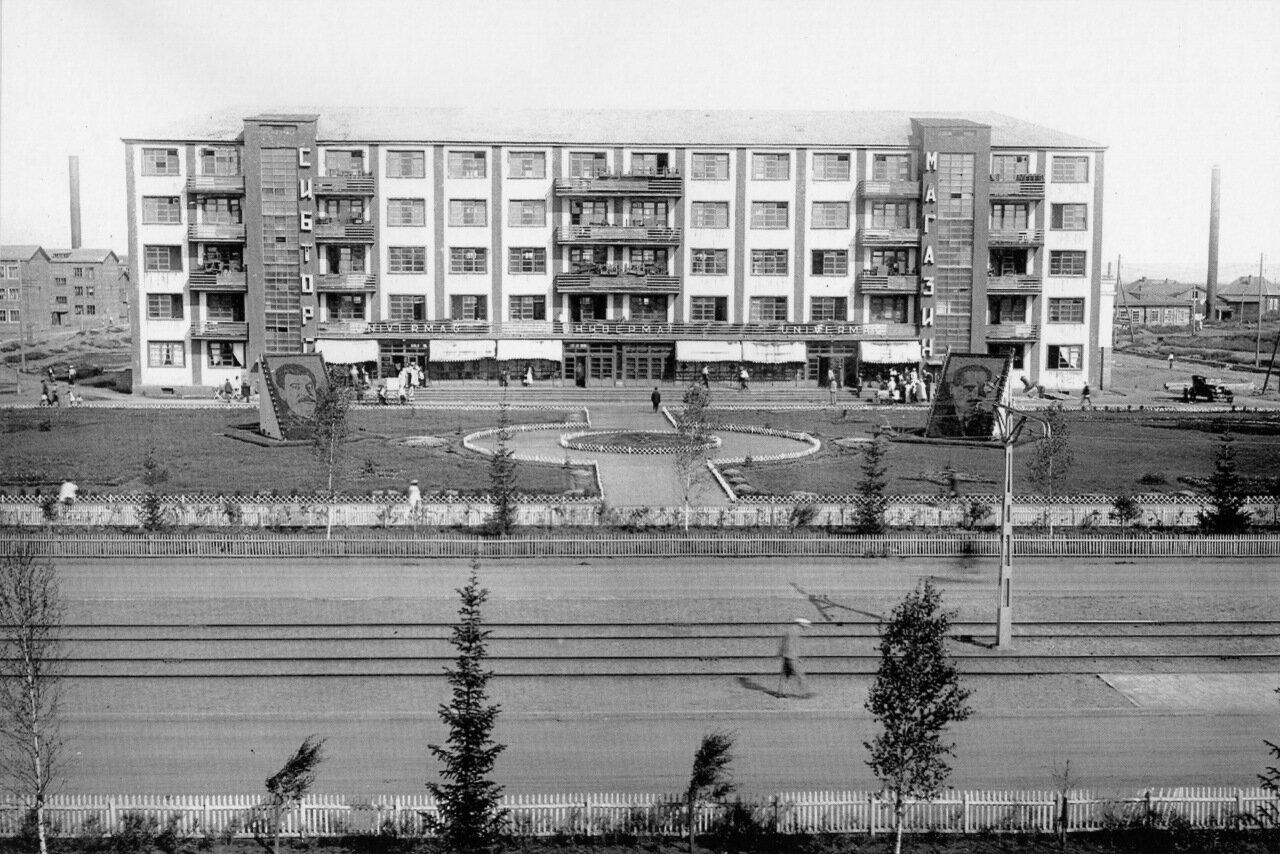 Первый универмаг.-1936 г. (Кирова 21) (разрушено)