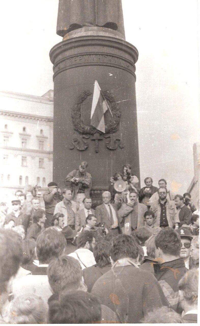 21 августа 1991,17.00.  Митинг в защиту гласности, организованный Союзом журналистов СССР