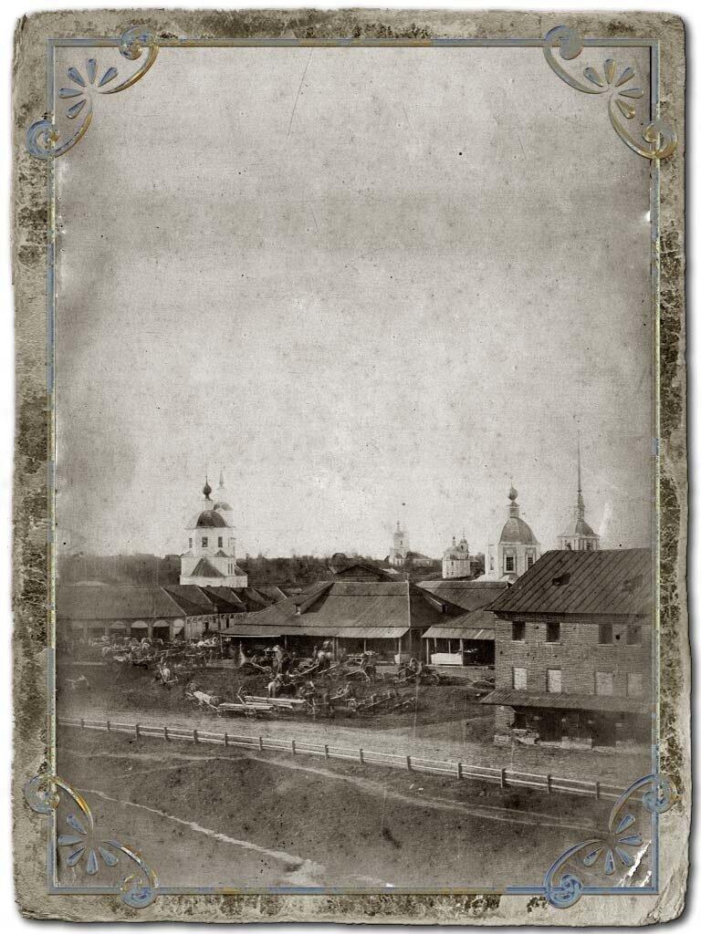 Вид торговой площади со старыми торговыми рядами с вала от здания Мариинской женской прогимназии, 1890-е гг.