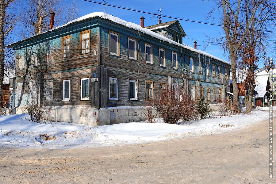 Дом в Балахне на перекрестке Пионерской улицы и улицы Ленина