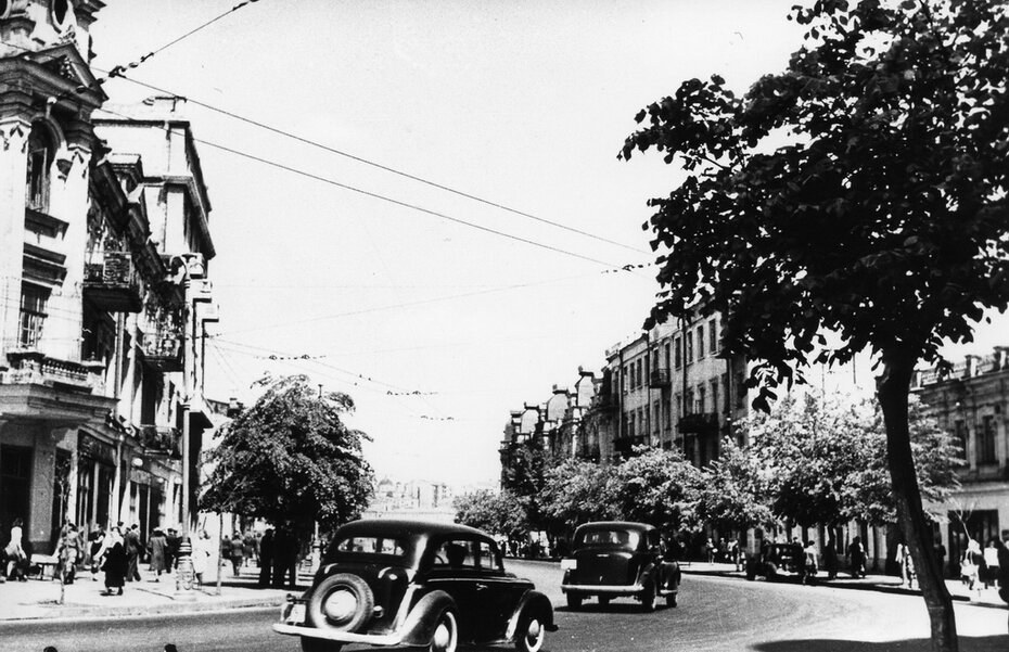 1947-1950. Улица Красноармейская возле улицы Рогнединской. Фото: Лишко К.И.