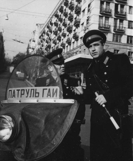 1966.10.26. Работники госавтоинспекции Киева на улицах города