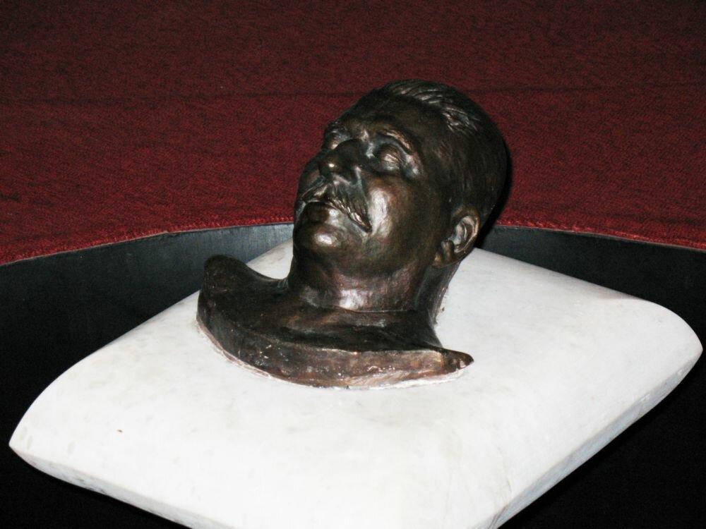 Посмертная маска Сталина. Музей в Гори. Город где Сталин родился.