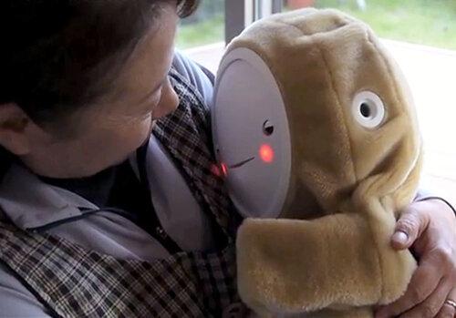 Робот-ребенок для утешения в старости