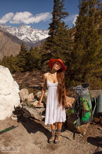 Алиса в платюшке в Гималаях