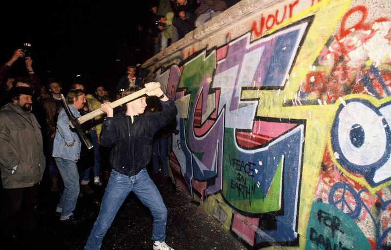 25 лет падения Берлинской стены. Уникальные исторические фотографии 0 1b49e6 1495d9d8 XL