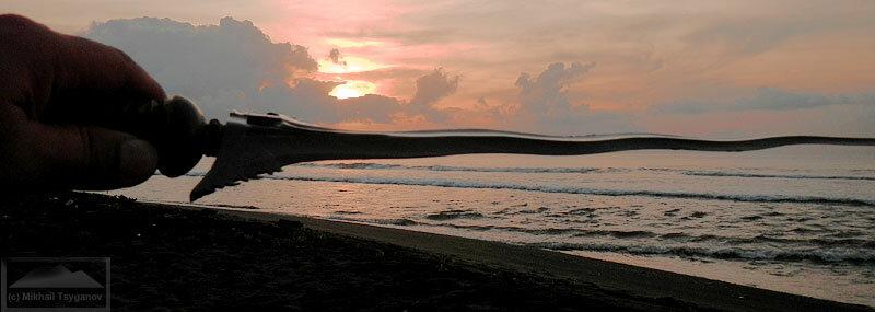 Балийский крис на восходе