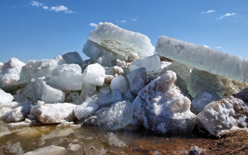 Ледяной торос на берегу Вятки во время ледохода P4201996_hdr