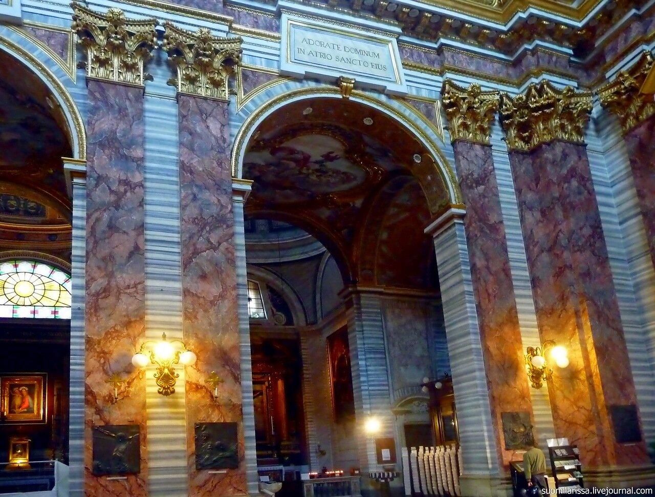 Базилика Св. Карло на Корсо.