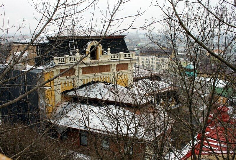 Крыша новой гостиницы на Андреевском спуске