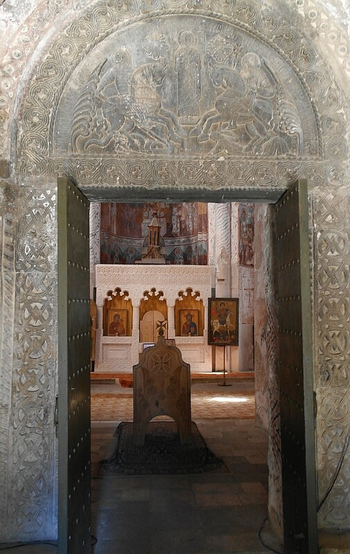 Церковь Никорцминда в Раче. Вход в храм