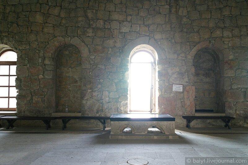 Окна Гелатской академии