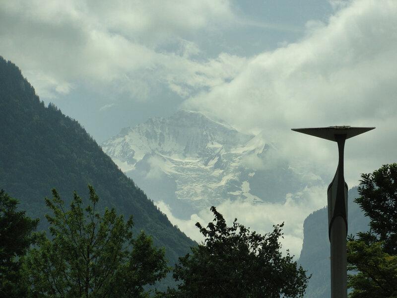 Снежные вершины Альп в июле...