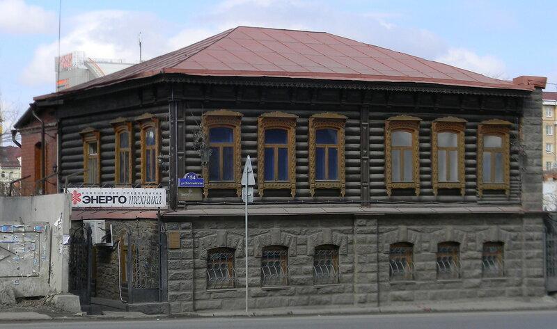 Дом-усадьба купца Д.П.Белоусова (ул. Российская, 154). Этот дом построен в конце XIX века.