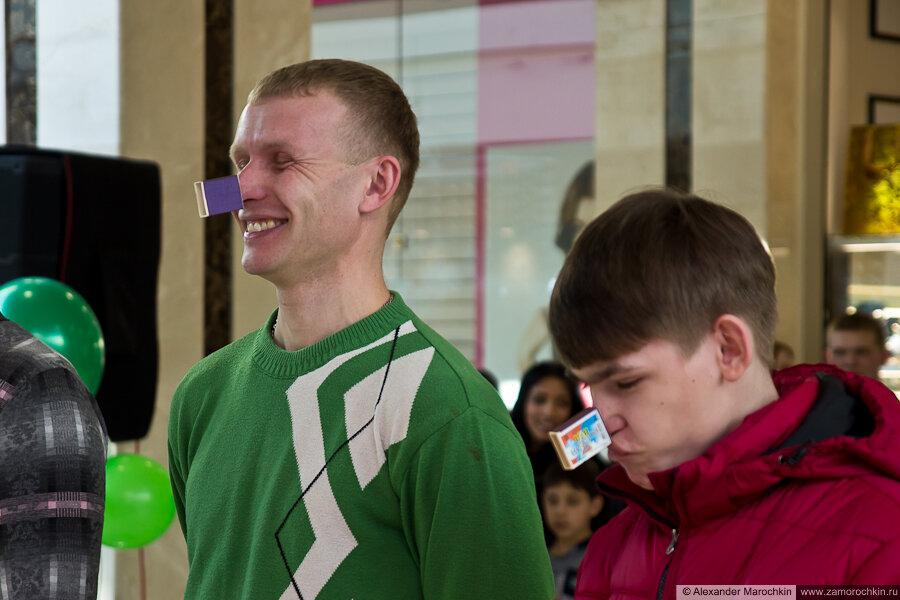 Весёлый конкурс - сними спичечный коробок с носа