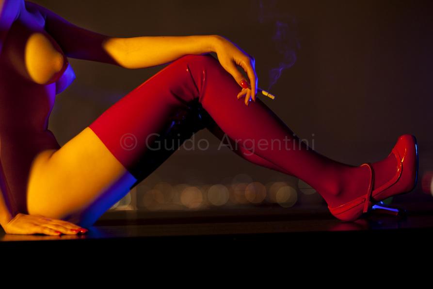 RED LATEX STOCKINGS - фотограф Гвидо Арджентини / Guido Argentini
