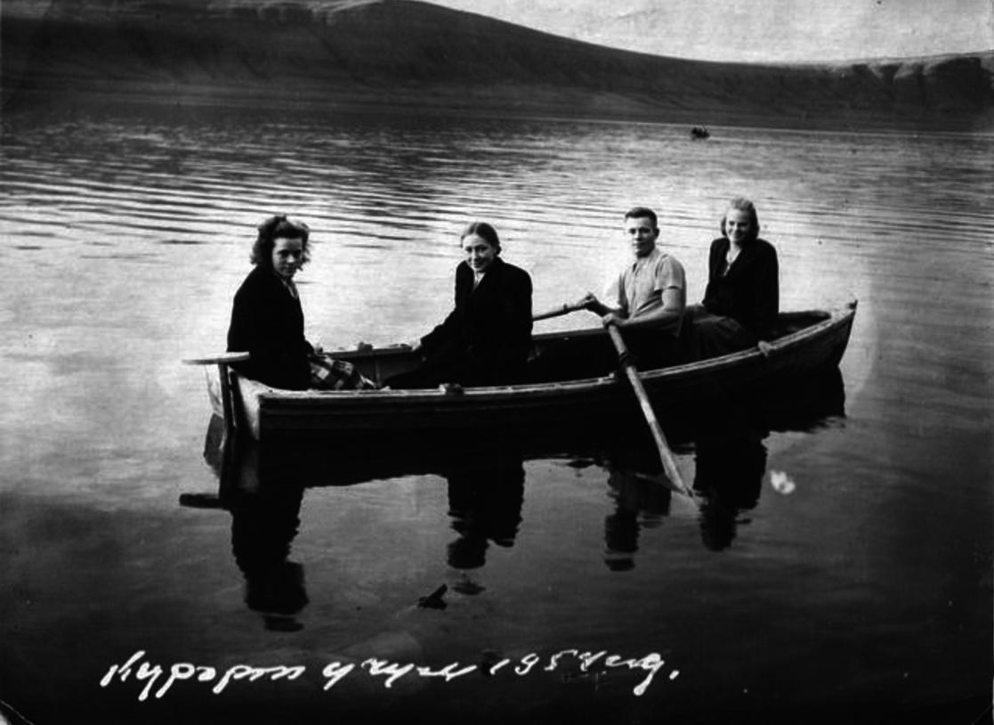 Отдых на озере Учум. 1954