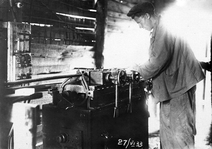 27 июня 1933 года. Работа на электросварочном станке