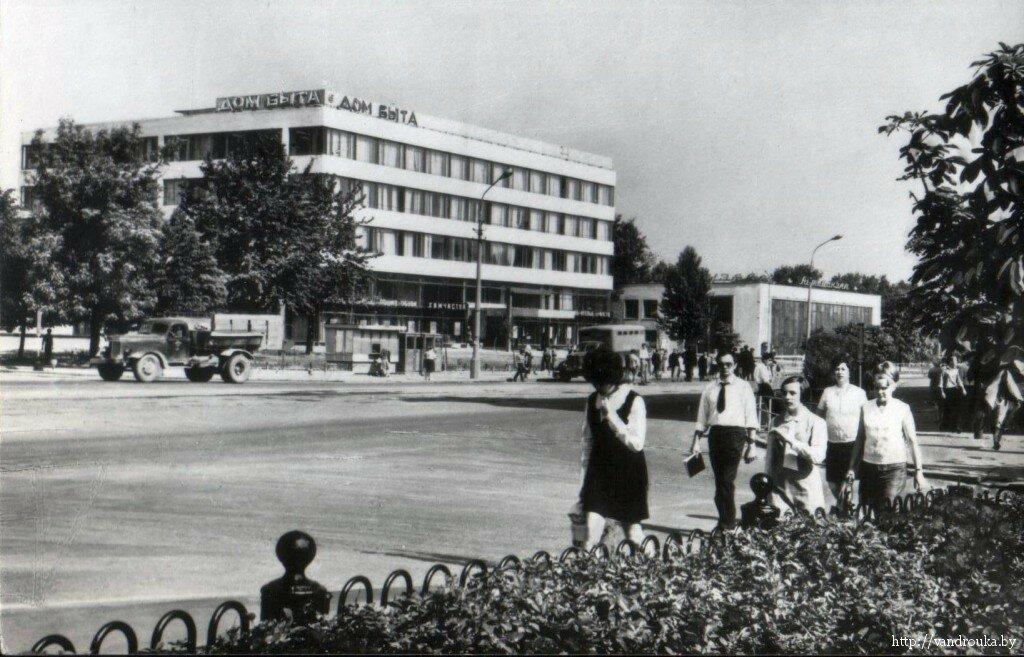 2. Дом быта на улице Космонавтов