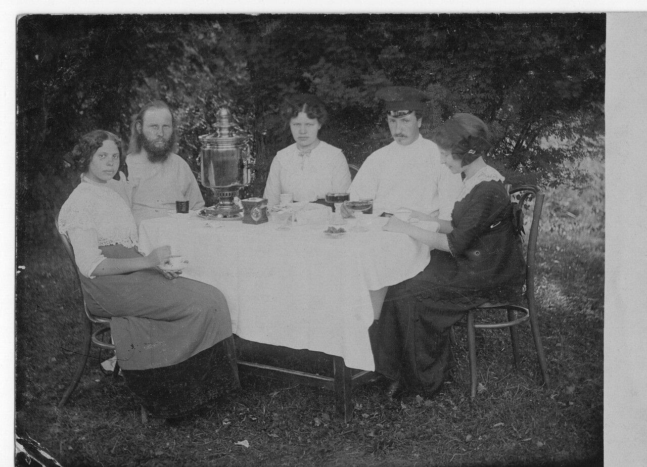 Чаепитие в селе Филиппове. 1914 г.