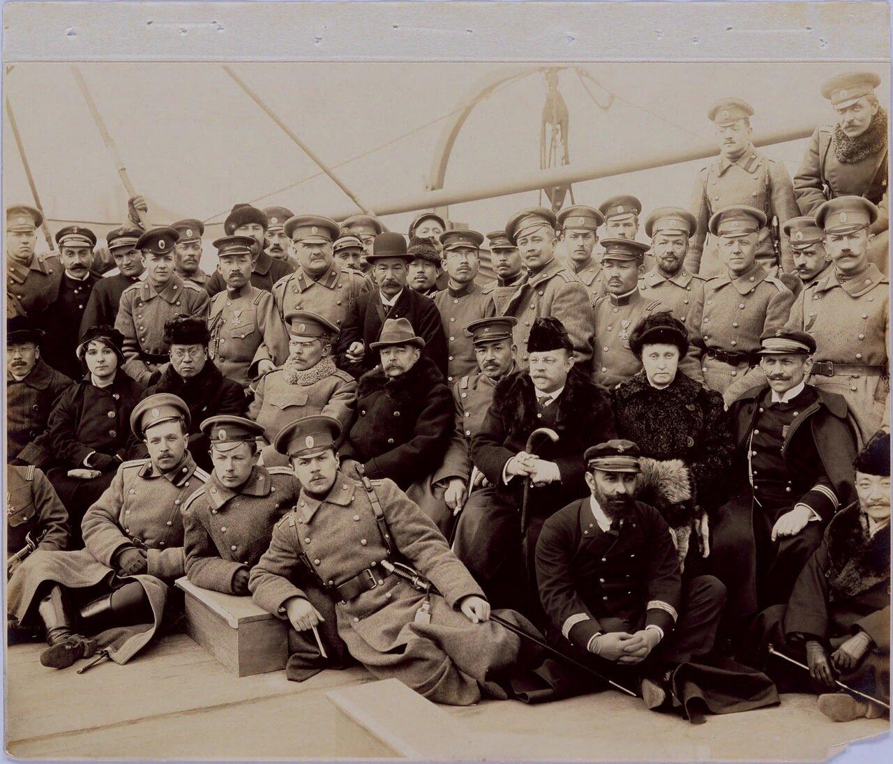 Фотография на память на палубе парохода Гималаи 3 марта