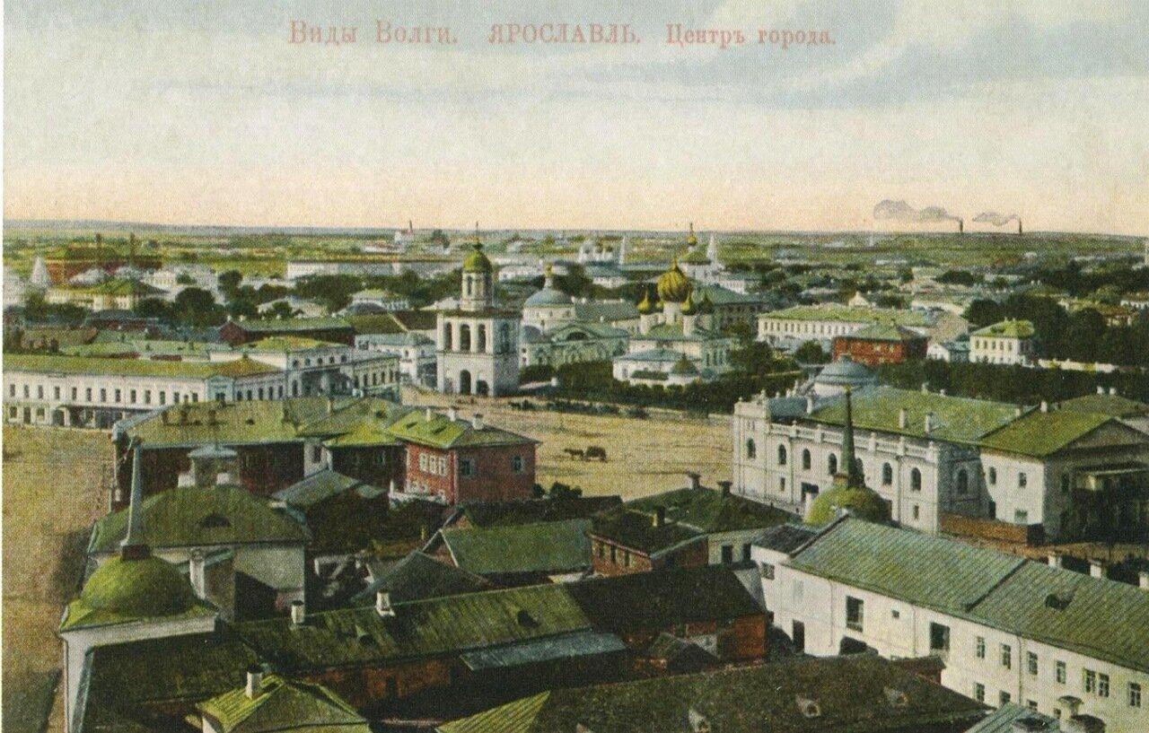 Вид на Театральную площадь с колокольни Казанского монастыря.