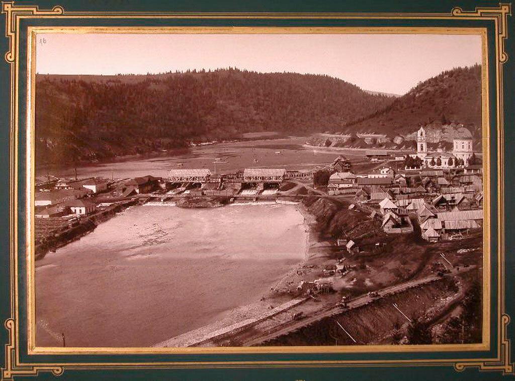 16. Вид на жилые дома и церковь вблизи Миньярского завода. 1890