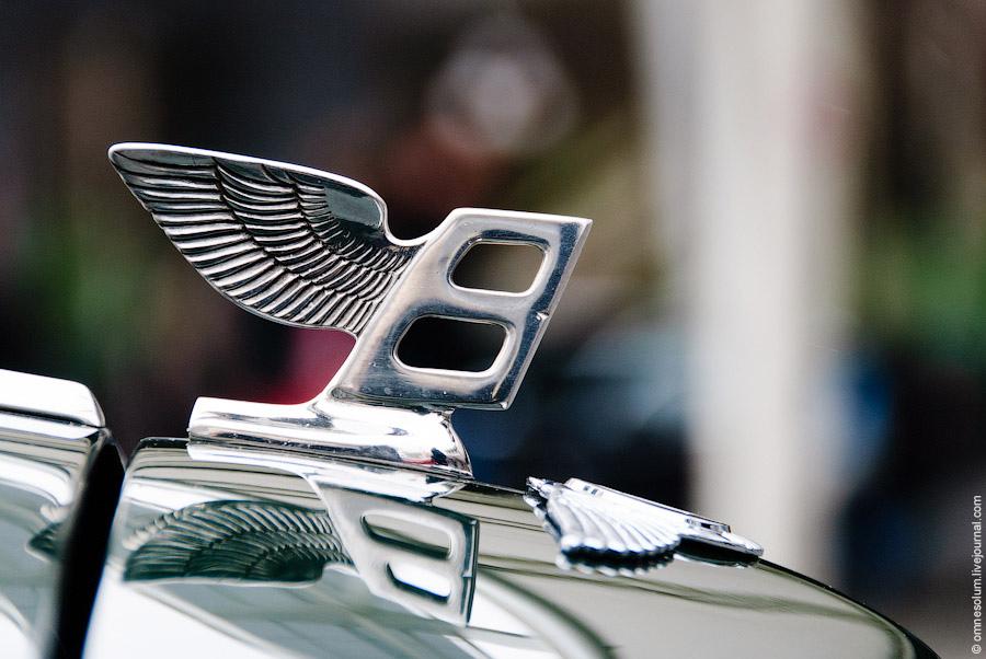 Выставка ретро автомобилей в Париже