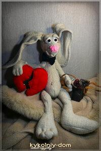 Подарок ко дню влюблённых.  Хочу подарить этого зайку., подарок, конфетка, подарок девушке, день святого валентина, день рождения, сердце, розыгрыш конфетки, зайка текстильный, серый, зайчик, зая