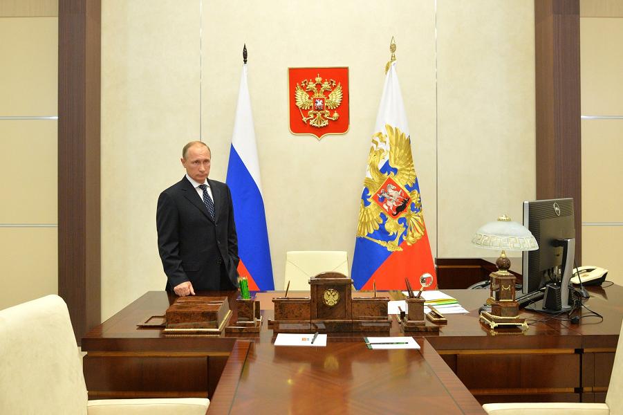 Путин в своем кабинете, 4.10.15.png