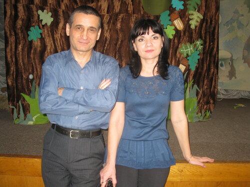 Виталий Пискун и Виктория Лёгкая (детский дом 7 мая 2013)