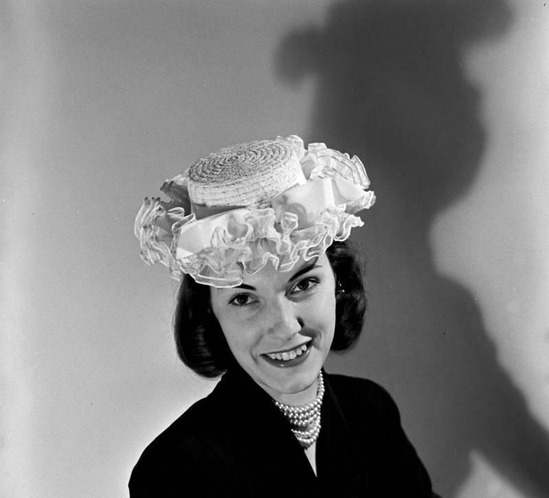 Шляпки разных времён