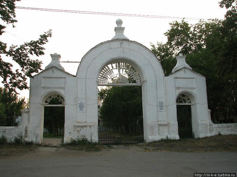 Ворота на входе в парк (13.05.2013)